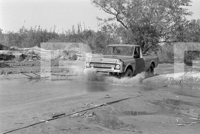 1970 National Four Wheel Drive Grand Prix - Santa Ana River California - Cmon In The Muds Fine